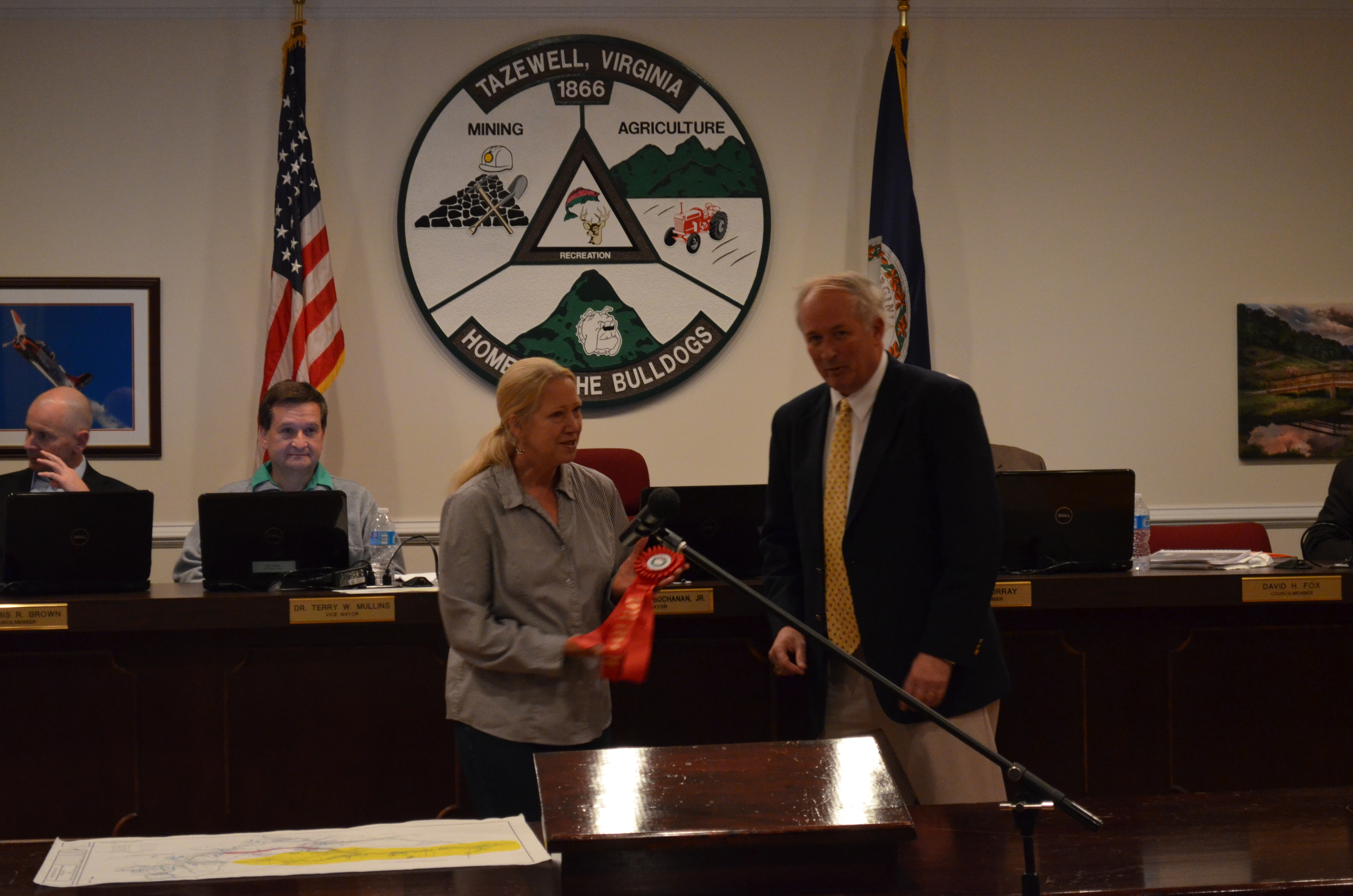 Mayor Buchanan presents Sharon Davis with 2nd place ribbon for the Sesquicentennial parade float.